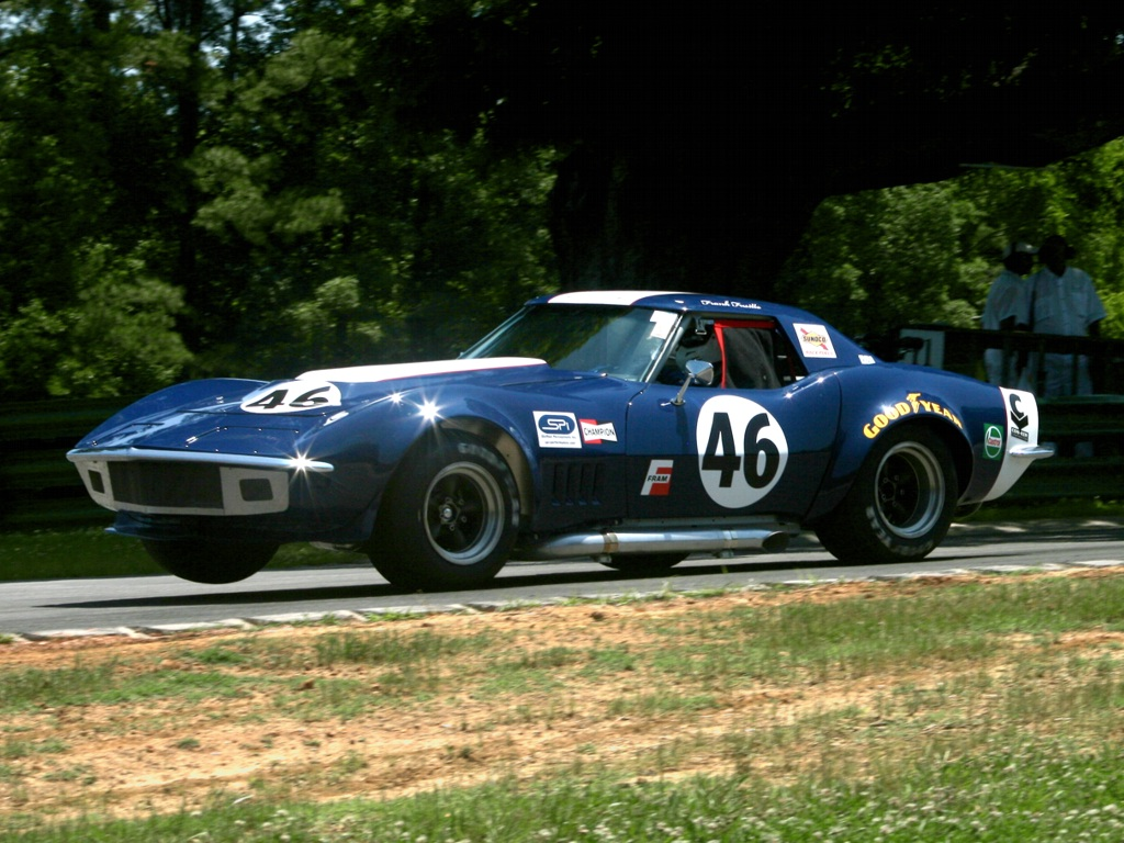 Auto Racing - Classic Corvette on 3